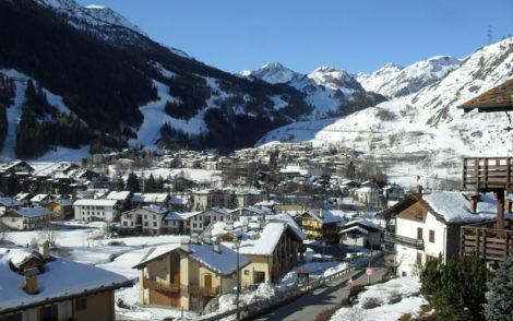 Vue panoramique de La Thoule dans les Alpes italiennes